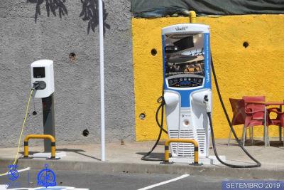 Abastecimento para veículos elétricos no Caniçal